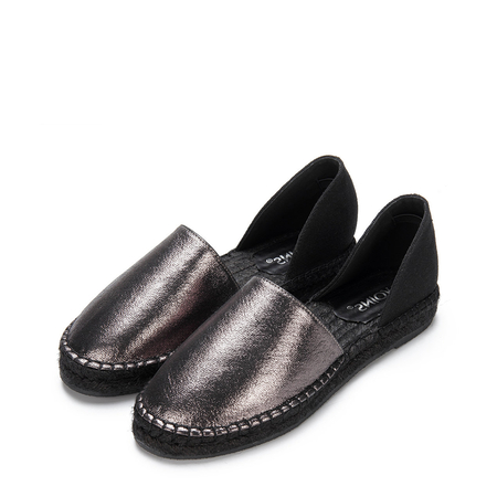 Hollow Round Toe Slip-on Flats