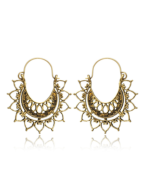 Spider Web Pattern C Word Carved Earrings, Gold