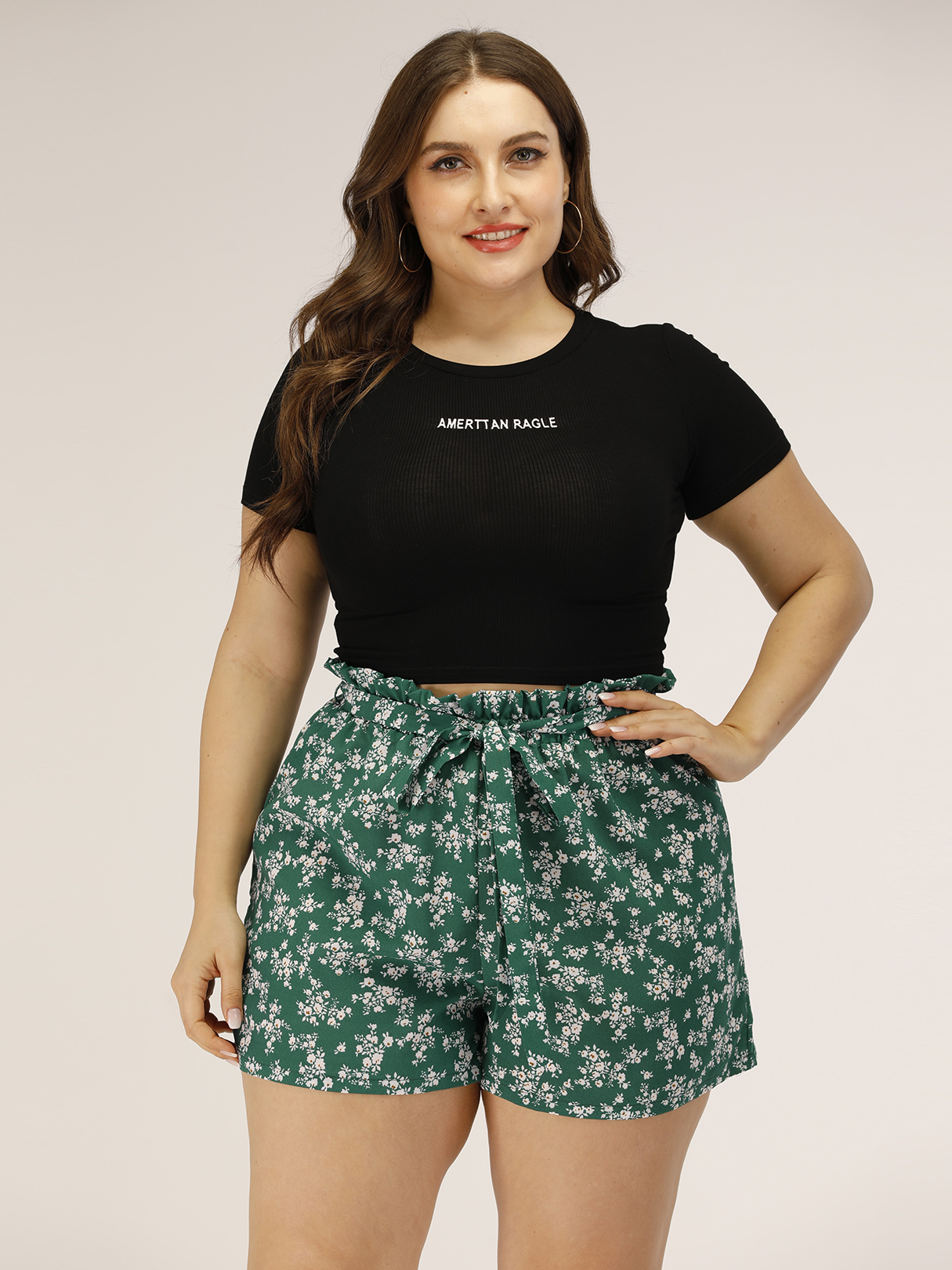 Plus Size Green Belt Design Calico Shorts