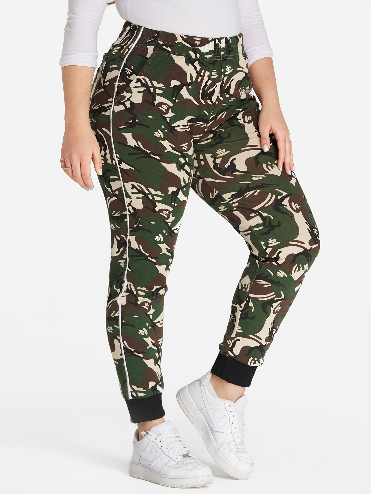 Plus Size Camo Print Pocket Leggings