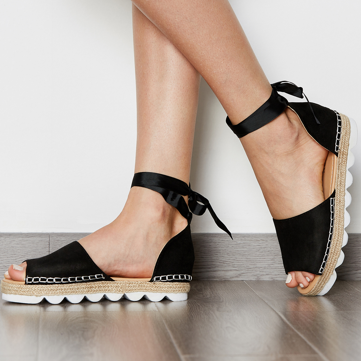 Lace-up Thick Sole Sandals in Black